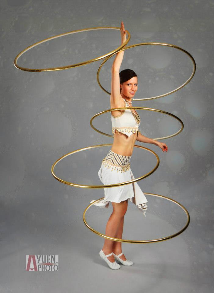 hula-hoop-act